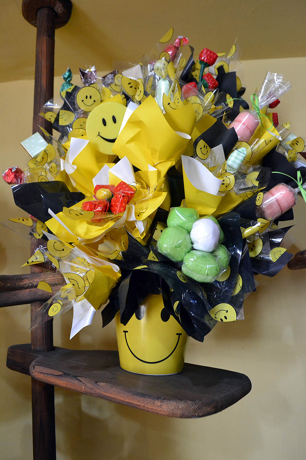 3 Easy Ways to Make a Candy Bouquet - wikiHow