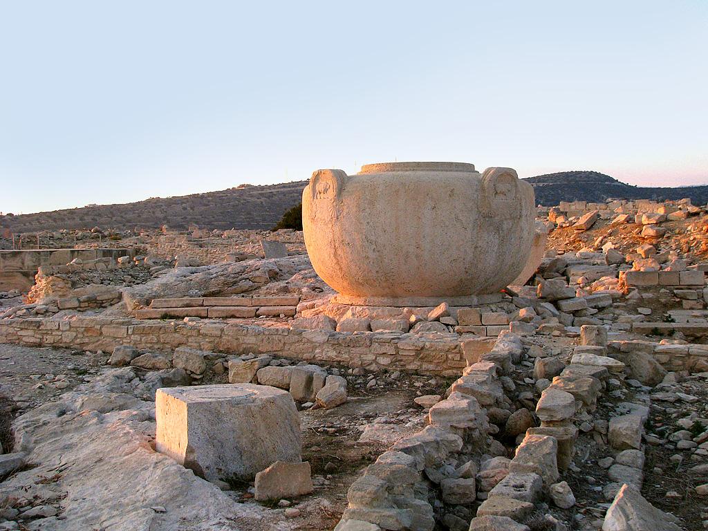 Раскопки древнего города Аматуса