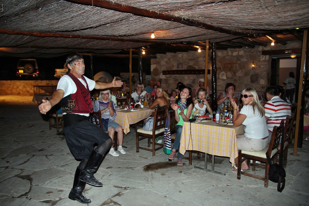 Dancing in the tavern