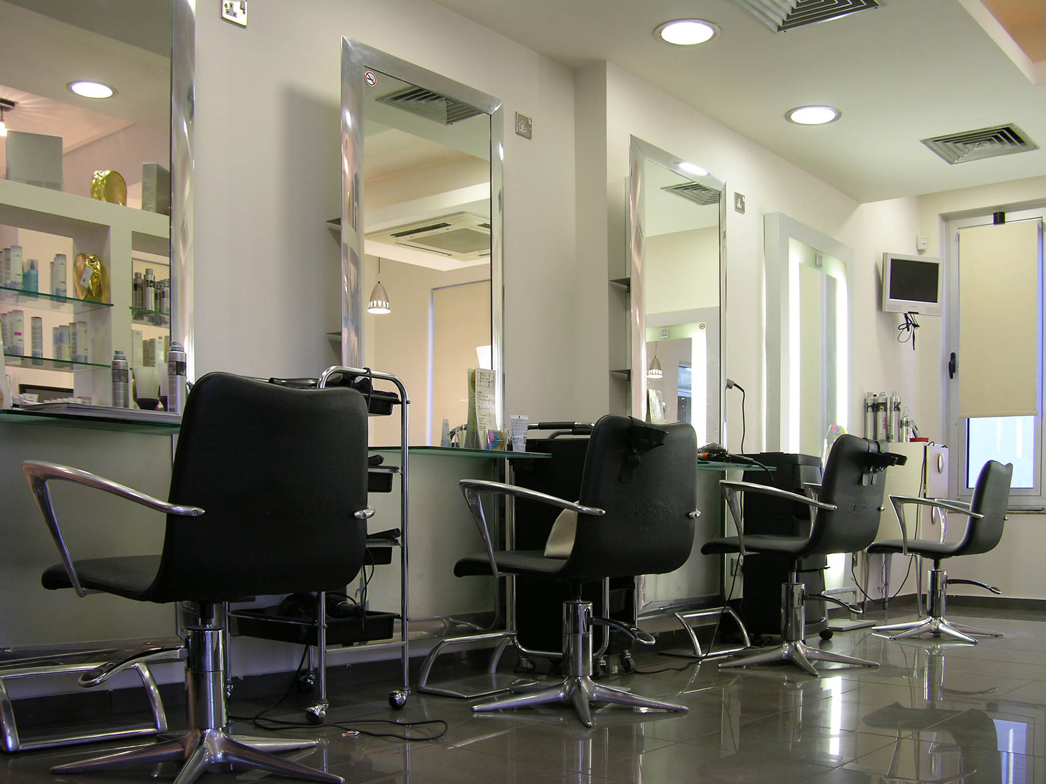 Celebrity unisex salon abeokuta, pedicure - YouTube