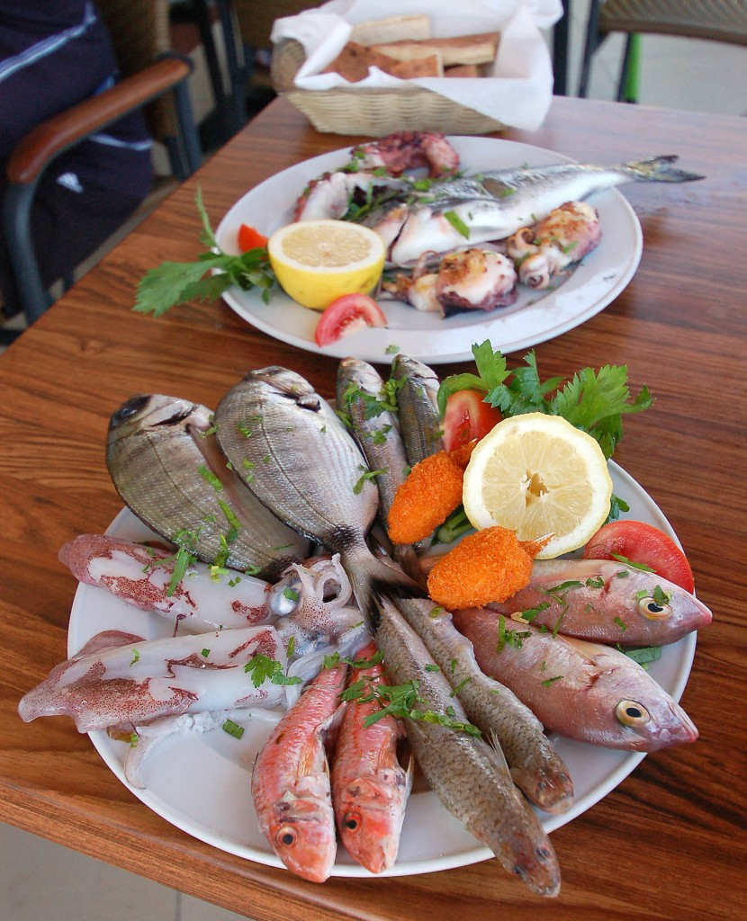 Блюда из морепродуктов и рыбы в Marios restaurant