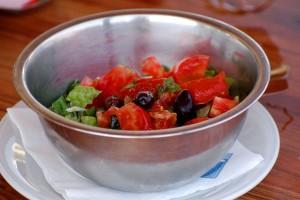 Деревенский салат в Marios restaurant