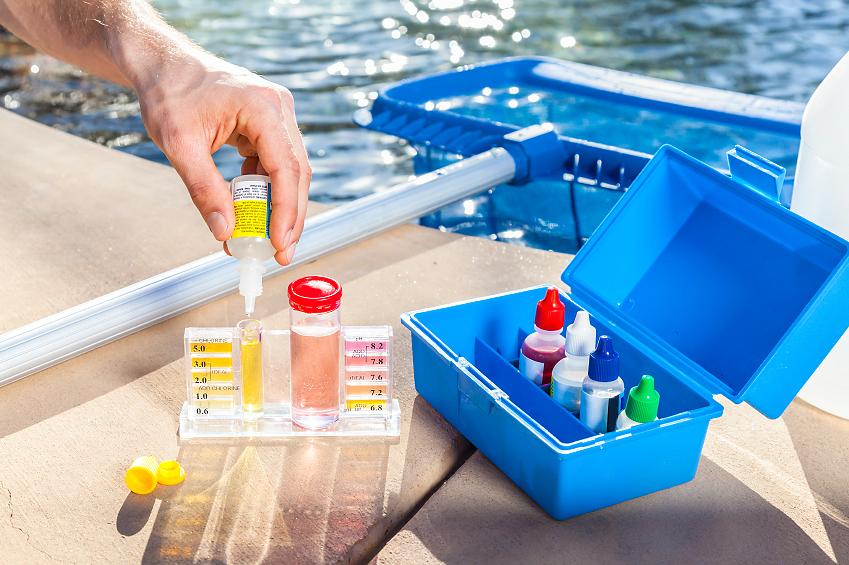 Замеры параметров воды в бассейне