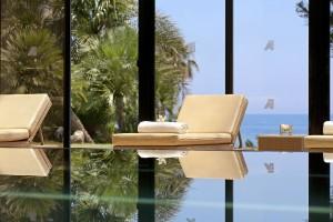 Amathus Beach Hotel - закрытый бассейн
