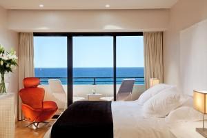 Amathus Beach Hotel - спальня президентского люкса