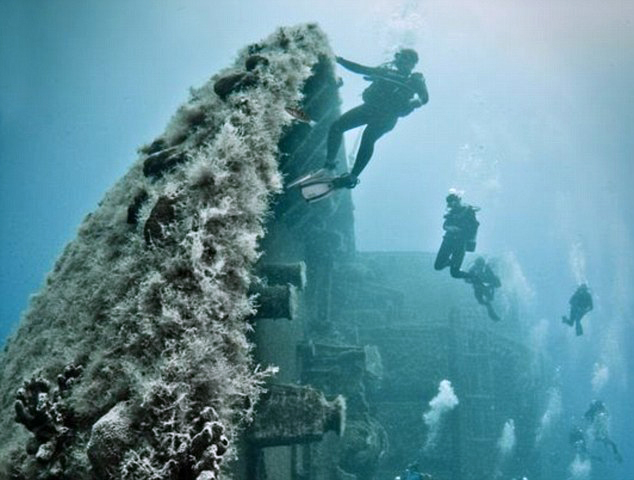 Дайвинг у затонувшего корабля