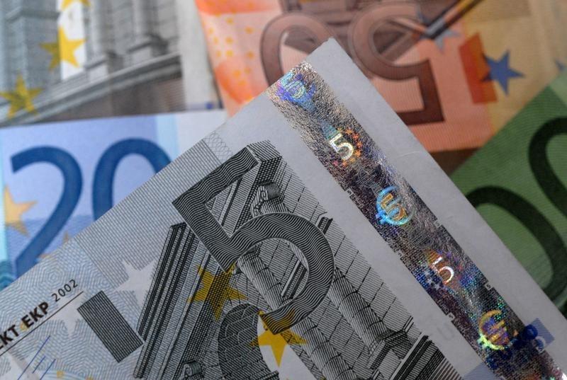 أوراق مالية متعددة الفئات من عملة اليورو في البوسنة يوم 25 ابريل نيسان 2014. تصوير: دادو روفيتش - رويترز