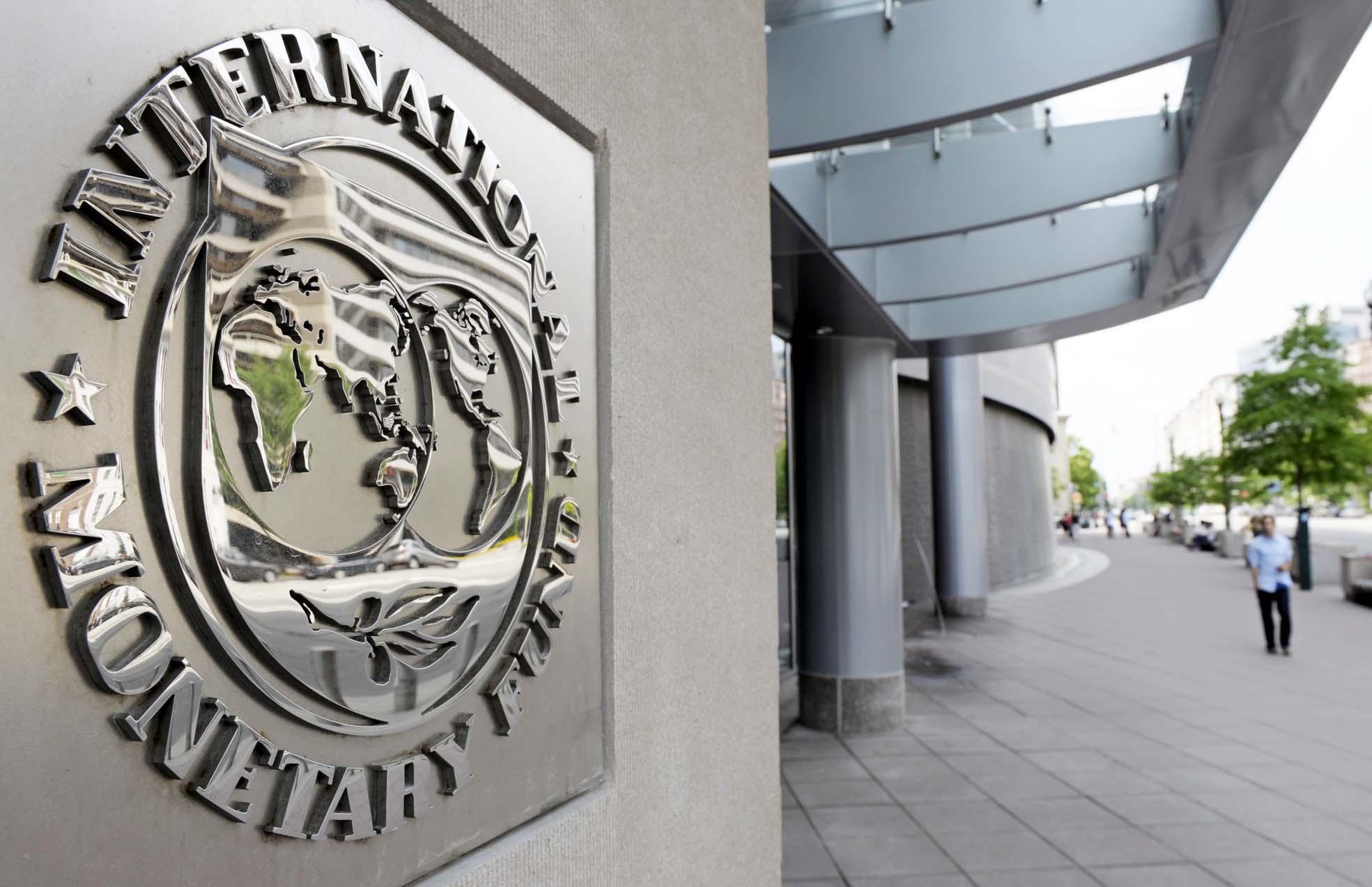 Washington, 2010. május 2. A Nemzetközi Valutaalap, az IMF székháza Washingtonban 2010. május 2-án. Ezen a napon a görög kormány megállapodott a Nemzetközi Valutaalappal (IMF) és az Európai Unióval a görög költségvetési hiány miatt szükségessé vált pénzügyi mentõcsomagról. Az egyezség értelmében Görögország 110 milliárd eurós segélyt kap, és négy év alatt a bruttó hazai termék, a GDP 3 százaléka alá szorítja le az államháztartási hiányt. (MTI/AP/Cliff Owen)
