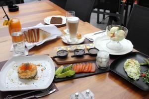 Завтрак в ресторане Do Wine & Dine