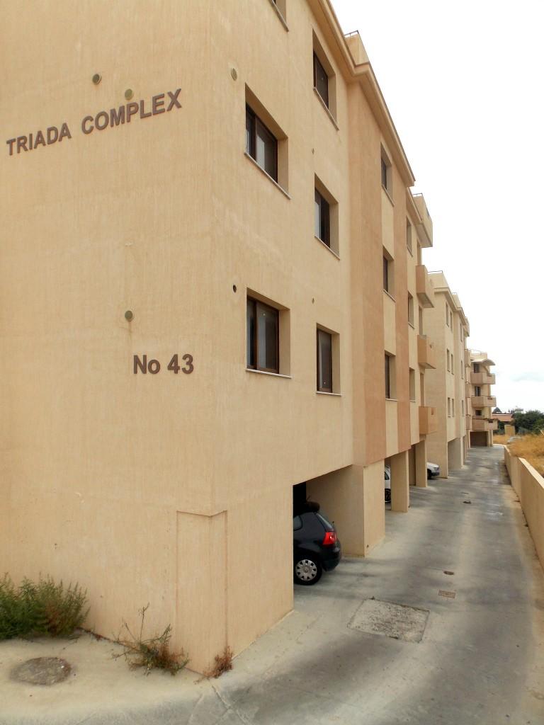 Квартиры в двух жилых комплексах в Polemidia