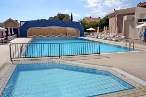 Бассейны отеля Poseidonia