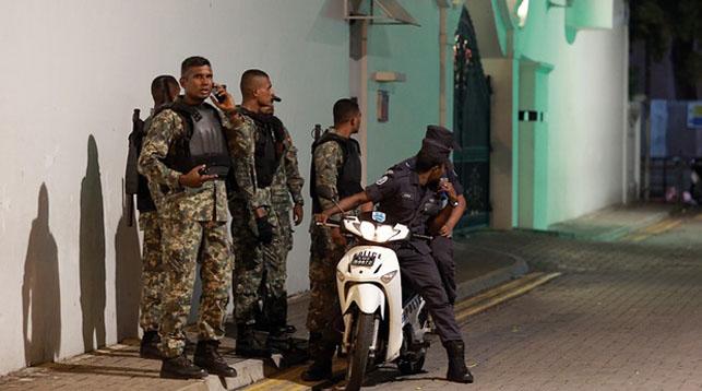 На Мальдивах введен режим чрезвычайного положения