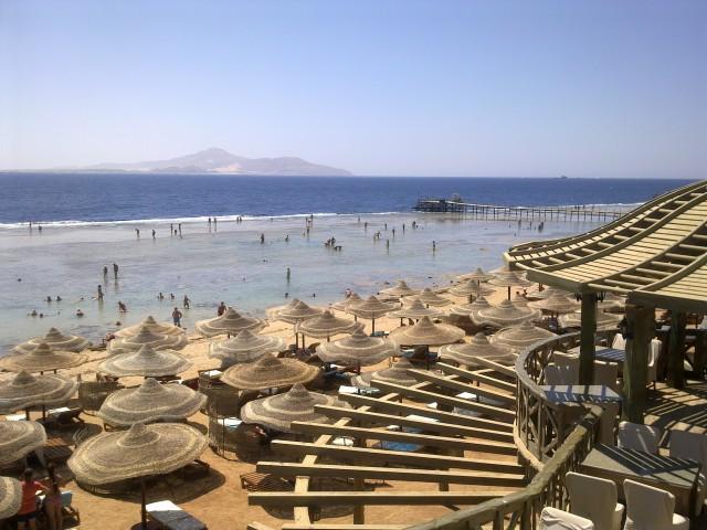 Пустой пляж в Шарм-эш-Шейхе