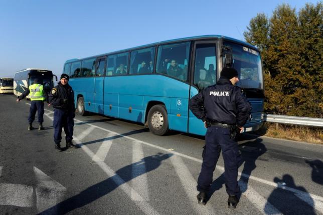 Автобусы с мигрантами