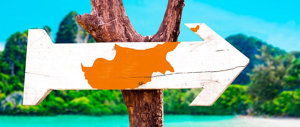 Указатель с направлением на Кипр