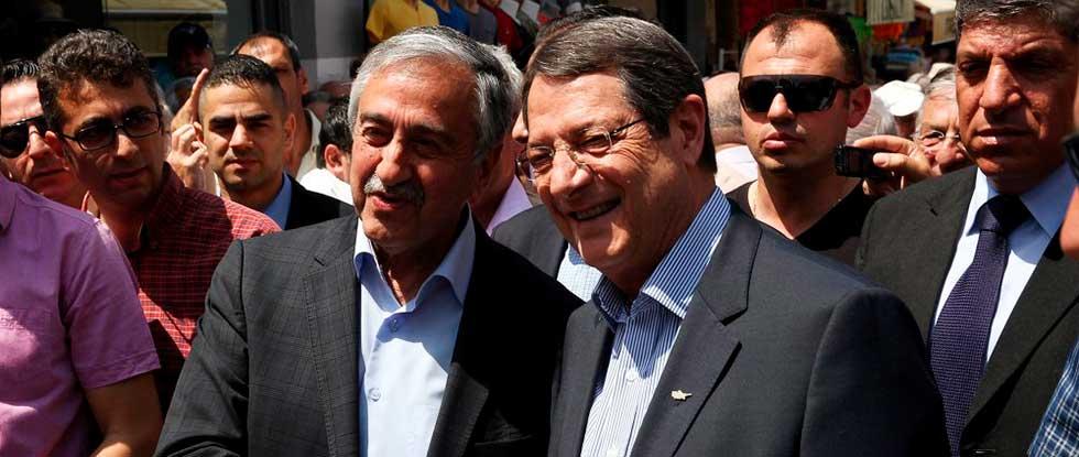 Никос Анастасиадис и Мустафа Акинчи