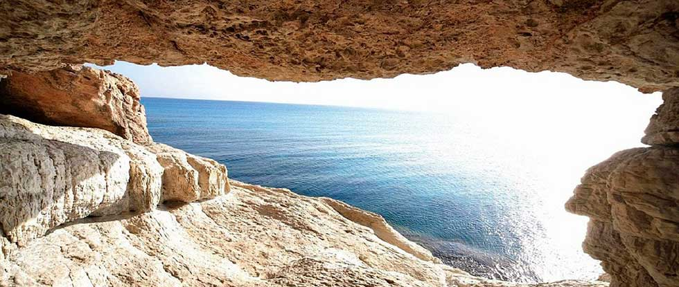 Пещера в горах Кипра
