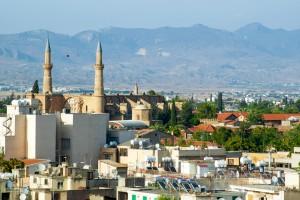Вид на дома и собор Святой Софии в Никосии