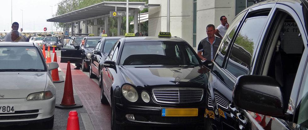 Такси у аэропорта Ларнаки
