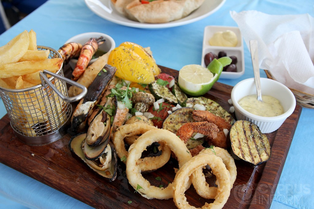 Mangas Tavern - рыбная тарелка