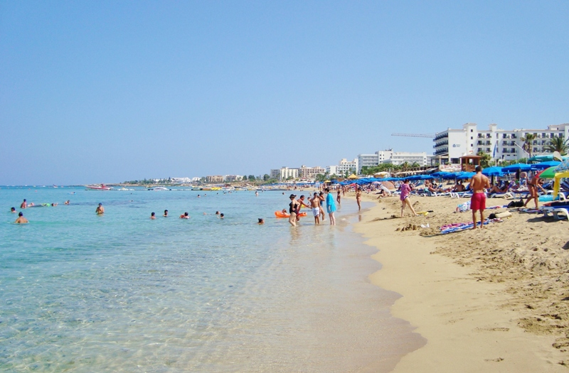 beach_at_paralimni