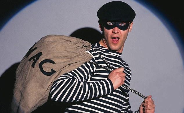 A7E2J4 Burglar in traditional costume. Burglar with swag bag